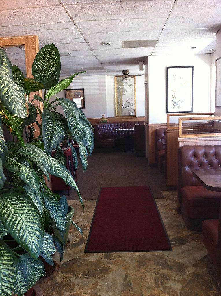 inside-restaurant-20111020-1393536594.jpg