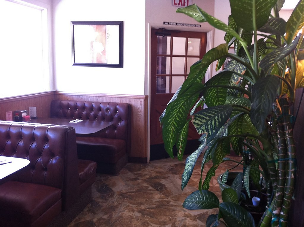 inside-restaurant-20111020-1197071996.jpg
