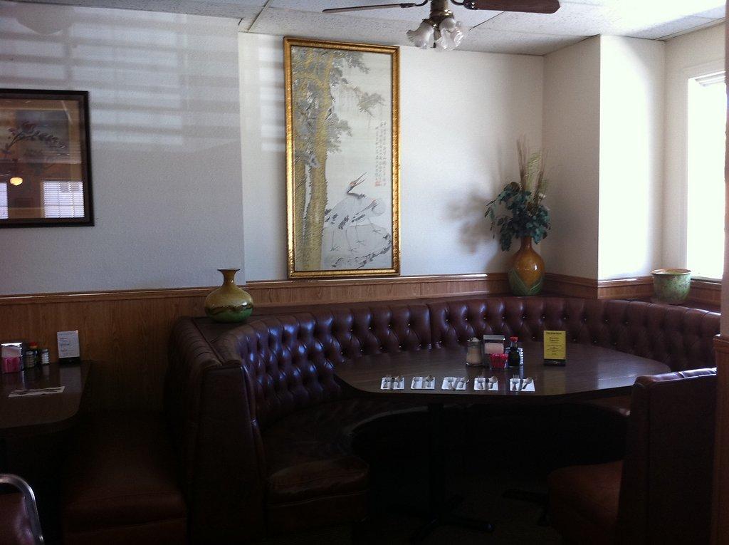 inside-restaurant-20111020-1047591240.jpg