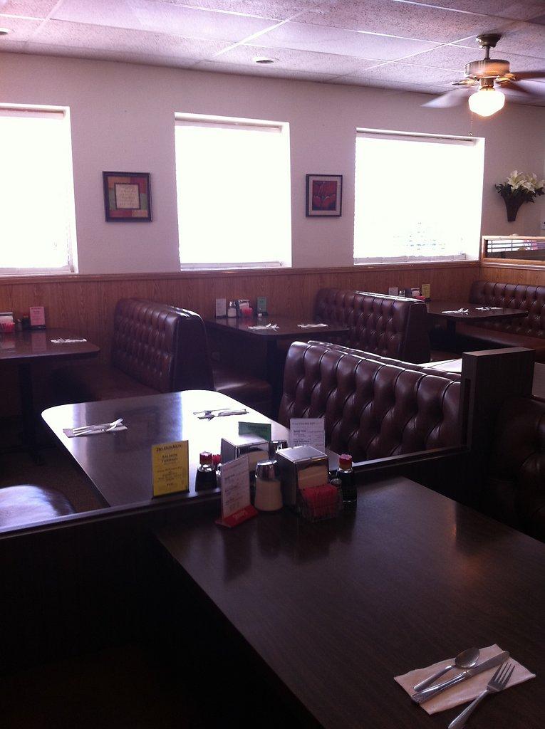 inside-restaurant-20111020-1103040485.jpg